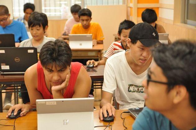 YSCの教室で学ぶ子どもたち