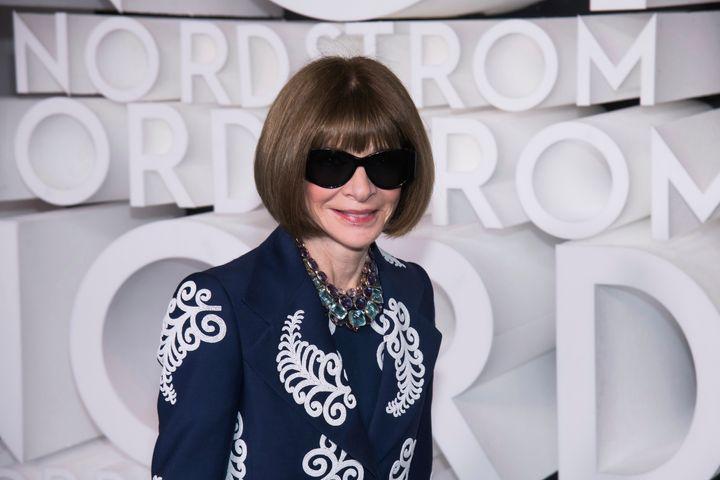Το χαρακτηριστικό σε κάθε εμφάνιση της Αννα Γουίντουρ είναι τα γυαλιά ηλίου που φοράει συχνά σε εξωτερικό και εσωτερικό χώρο.
