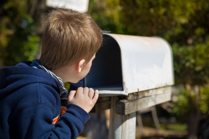 Looking for ways to keep bored kids busy without a screen? Subscription boxes for kids are a good way to make them excited for a gift year-round. Keep reading for our guide to the best kids subscription boxes out there.