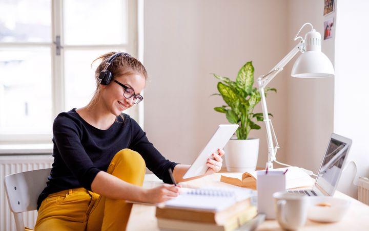"Find the best online classes for education and professional skills, from <a href=""https://fave.co/2JkBgiV"" target=""_blank"" rel=""noopener noreferrer"">business analytics</a> to <a href=""https://fave.co/2UgLqHS"" target=""_blank"" rel=""noopener noreferrer"">mastering the freelancer life</a>."