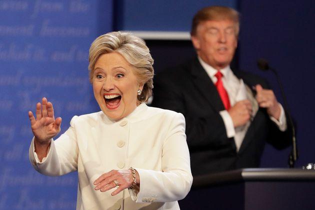 Hillary Clinton et Donald Trump le 19 octobre 2016 à Las Vegas lors d'un des débats présidentiels...