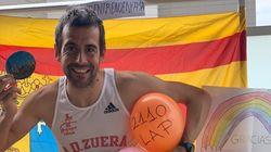 Un atleta aragonés hace una media maratón en su terraza en la cuarentena: dio 2.110
