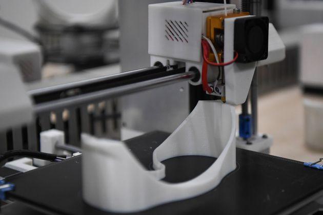 Une imprimante 3D utilisée pour la production de lunettes