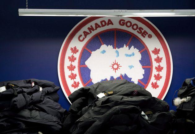 Canada Goose a annoncé qu'elle va commencer à produire du matériel médical pour les travailleurs de la...