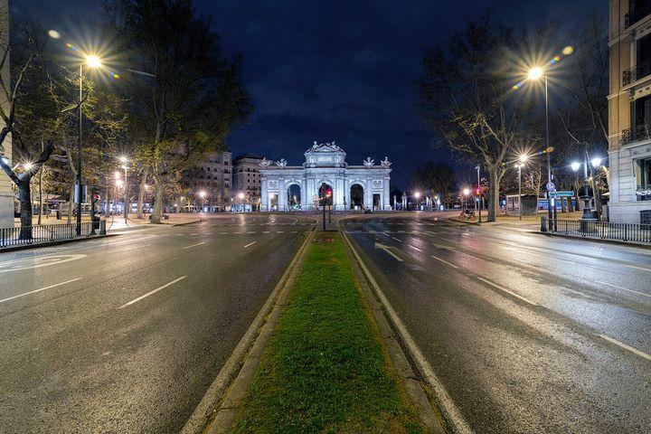 La calle de Alcalá con la Puerta de Alcalá al fondo.