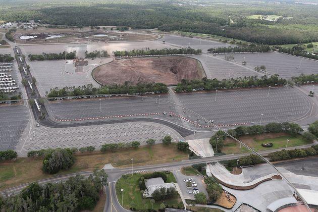 通常ならマジックキングダム・パークを訪れる人たちの車で埋まっている駐車場も、ガラガラだ