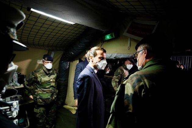 Emmanuel Macron en visite à l'hôpital militaire de Mulhouse le 25