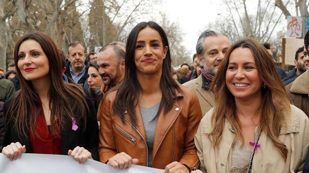 La vicealcaldesa de Madrid, Begoña Villacís (c) y la líder de Ciudadanos en Catalunya Lorena Roldán (i),...