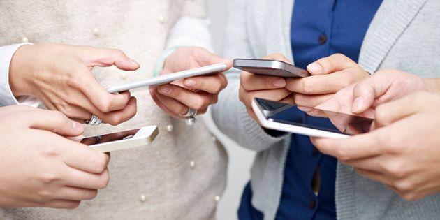 Πώς θα διαχειριστούμε το άγχος που μας προκαλούν οι ομαδικές διαδικτυακές συνομιλίες.