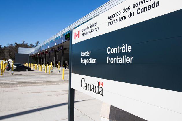 La frontière entre le Canada et les États-Unis est fermée pour les voyages non essentiels...