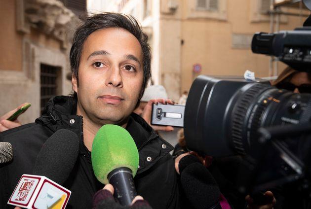 Sergio Battelli del Movimento 5 stelle all'esterno dei Gruppi parlamentari per la riunione dei Probi...