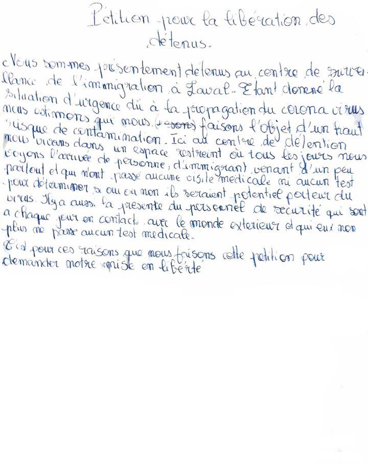 La pétition envoyée par des détenus du Centre de surveillance de l'immigration de Laval. Les signatures ont été retirées pour éviter que les détenus ne subissent des représailles.