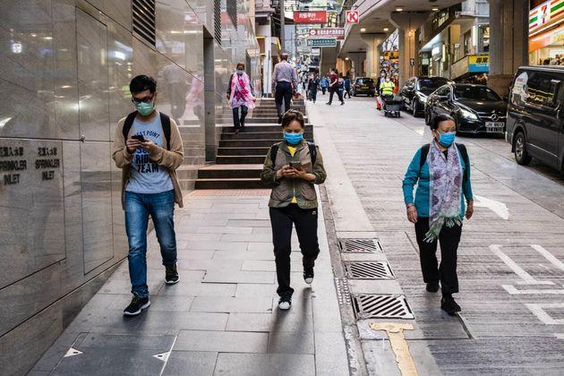 홍콩에서는 최근 해외 유입으로 인한 코로나19 감염 사례가 증가하고 있다. 일부 지역사회 감염 사례도 나타나고