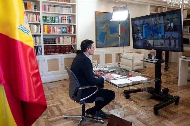 El presidente del Gobierno, Pedro Sánchez, participa en la cumbre virtual de líderes del G20 que se celebra...