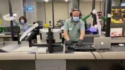 Ovación a unos trabajadores de Mercadona y su canción del coronavirus: