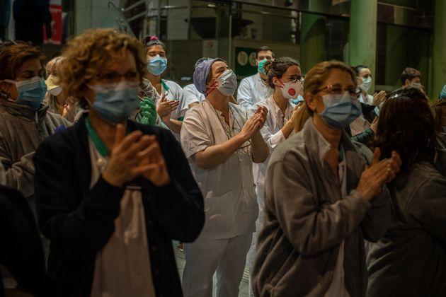 Profesionales sanitarias del Hosplital Clinic de Barcelona salen a