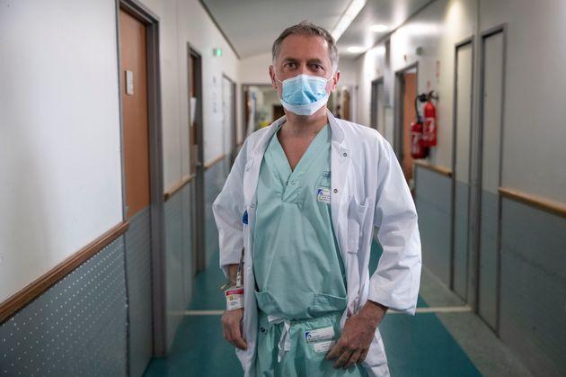 Le docteur Philippe Juvin, ici à l'hôpital Georges-Pompidou à Paris, le 25 mars