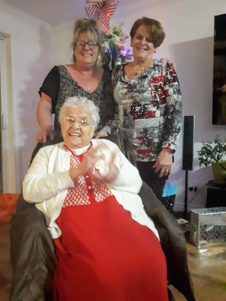 Jeanne, sa soeur Juliana et leur mère Emiliane