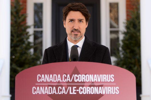 ジャスティントルドー首相、オタワのリドーコテージからのCOVID-19パンデミックについてカナダ人に演説...