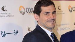 Iker Casillas se rapa el pelo y... y... y... bueno, es mejor
