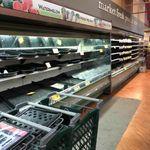 Πελάτισσα έβηξε επίτηδες σε σούπερ μάρκετ και πέταξαν προϊόντα 35.000
