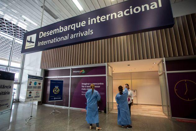 Governo fecha fronteiras aéreas para estrangeiros de todas as