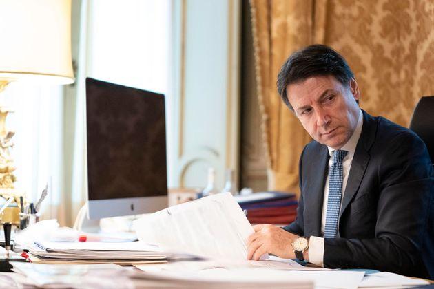 """Giuseppe Conte: """"400 milioni ai Comuni per il soccorso alime"""