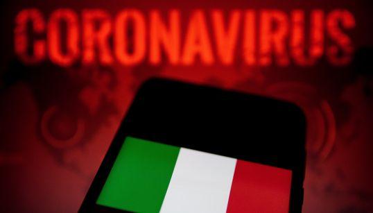 이탈리아가 코로나19 사망자를 추모하며 31일 조기를
