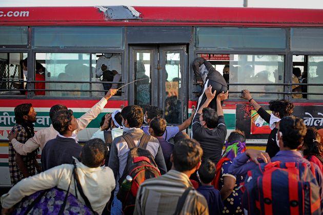 L'annuncio del lockdown in India scatena un esodo biblico da Nuova