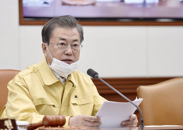 문재인 대통령이 3일 오전 서울 종로구 정부서울청사에서 열린 제9회 국무회의에서 모두발언을 하고