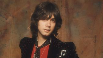 Singer and bassist Alan Merrill of Anglo-American pop group Arrows, 1975. The band had their own TV series on Granada ITV from 1976 to 1977. (Photo by Michael Putland/Getty Images)