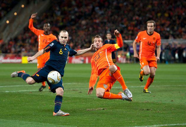 Andrés Iniesta marca el gol de la victoria para