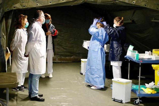 El hospital militar instalado en el aparcamiento subterráneo del Hospital Universitario Central de Asturias...