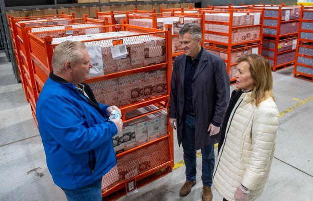 オンタリオ州の首相、ダグフォードはクリスティンエリオット保健相とロッドフィリップス財務相と会談...