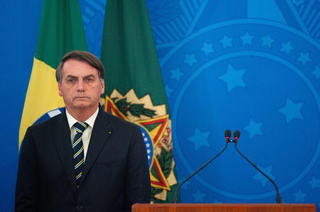 No domingo, Bolsonaro chegou a afirmar a jornalistas que estava com vontade de baixar um decreto para...