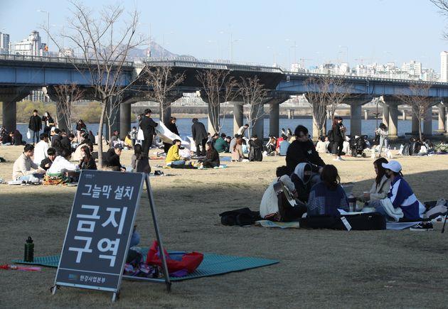 서울 여의도한강공원. 2020. 3.