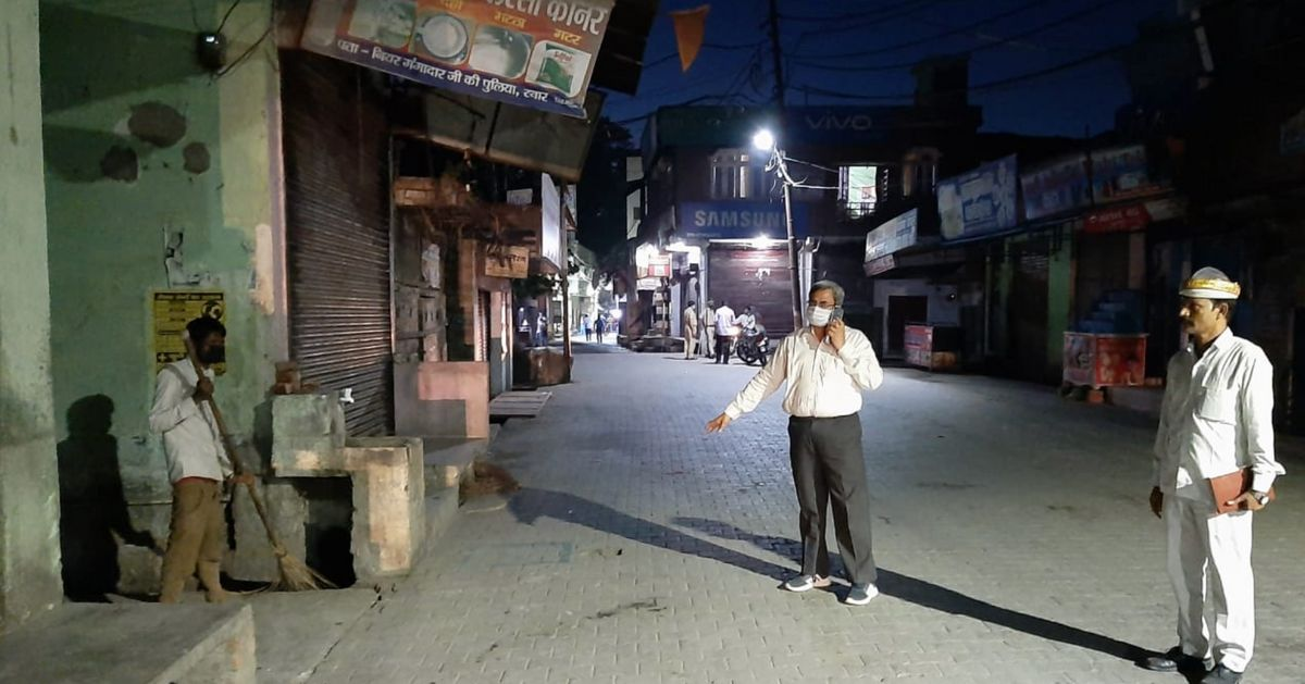 Hot Samosas, Pizza — Rampur Residents Made To Clean Drains For Bizarre Demands On Helpline