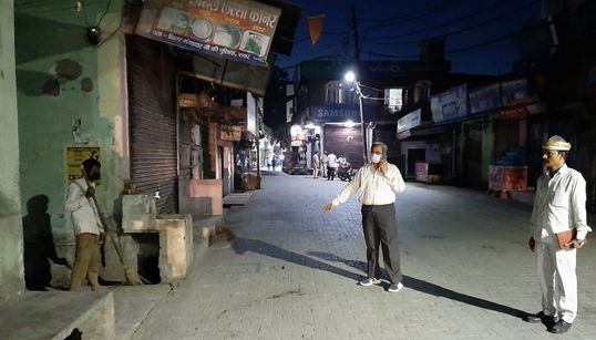 Hot Samosas, Pizza — Rampur Residents Made To Clean Drains For Bizarre Demands On