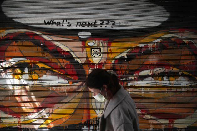 Οι Έλληνες και ο κόσμος όλος ζουν μια νέα πραγματικότητα - Αθήνα 30 Μαρτίου (AP Photo/Thanassis Stavrakis)