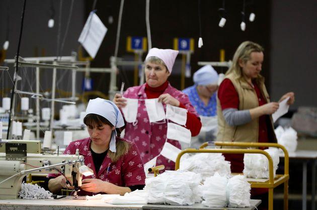 Η Λευκορωσία αψηφά τον κορονοϊό και τον «καταπολεμάει» με βότκα και