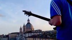 Jacopo dalla terrazza incanta Piazza Navona deserta sulle note di Pino