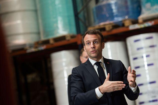 Emmanuel Macron a remercié mardi 31 mars les salariés de l'usine de masques Kolmi-Hopen...