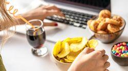 Εργαζόμαστε από το σπίτι και τρώμε όλη μέρα; Αυτά τα tips θα μας