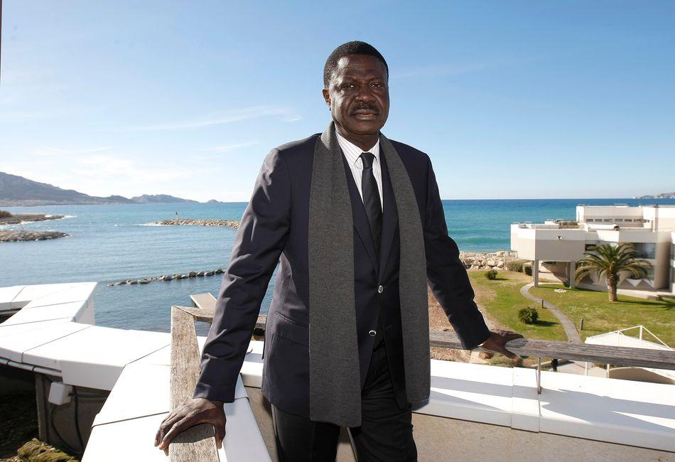 L'ex-président de l'Olympique de Marseille Pape Diouf, est décédé ce mardi 31 mars à l'âge de 68 ans après avoir été contaminé par le coronavirus.Ancien journaliste, agent de joueurs puis dirigeant de l'OM, de 2005 à 2009, Diouf avait notamment contribué à bâtir l'équipe championne de France 2010, après 17 années sans titres pour l'OM.>>> Plus d'informations dans notre article ici