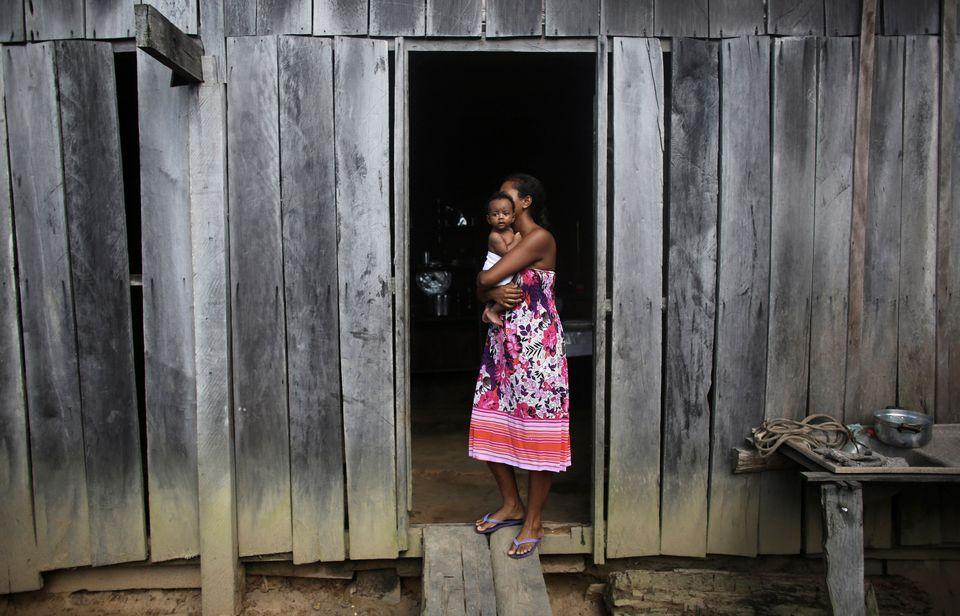 Cerca de 55% do total de famílias chefiadas por mulheres vive com menos de R$ 10 por pessoa por