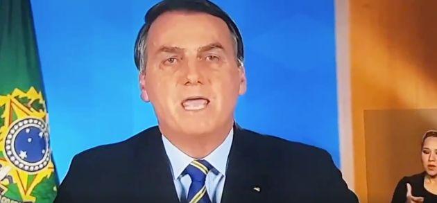 Jair Bolsonaro é alvo de panelaço em 4º pronunciamento sobre coronavírus nesta terça-feira