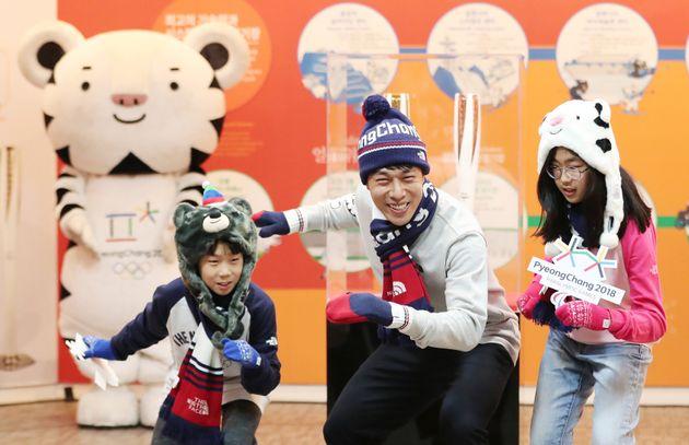 두 자녀와 2018 평창동계올림픽 행사에 나선