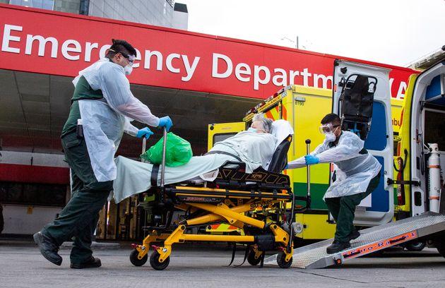Au Royaume-Uni, le coronavirus a déjà tué près de 1.800