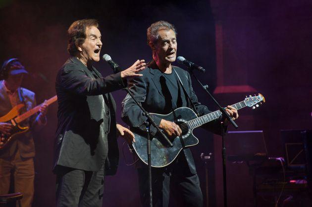 Manuel de la Calva y Ramón Arcusa, el Dúo Dinámico, en un concierto en Barcelona...