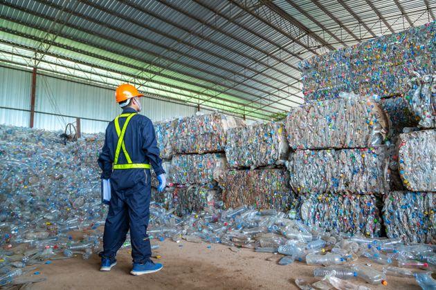 Riciclo rifiuti a rischio blocco a causa del virus. Servono nuove politiche
